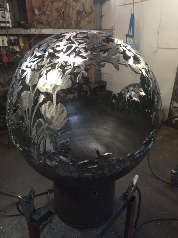 Country Garden Sphere Bespoke 700mm